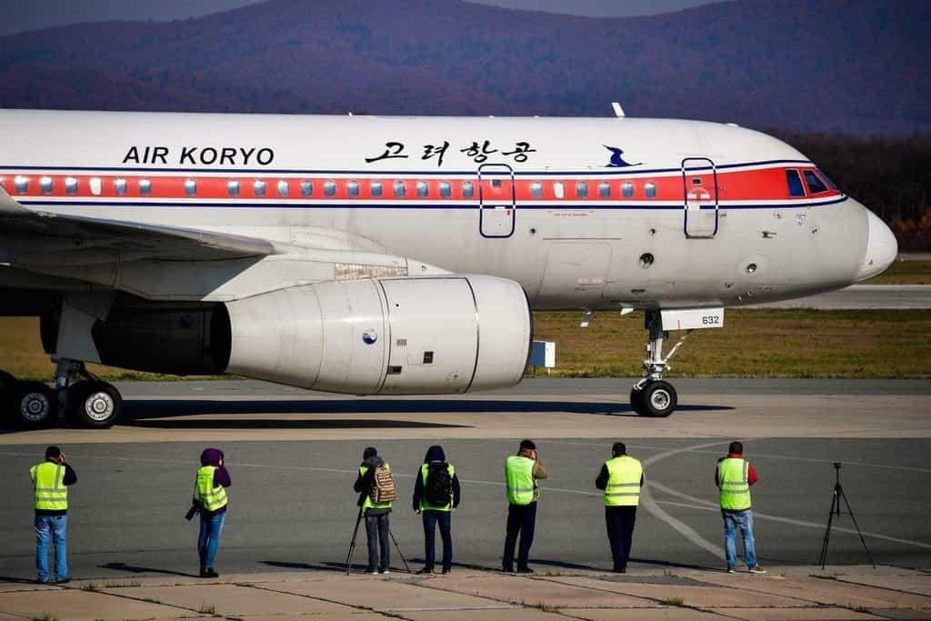 Letadlo severokorejské letecké společnosti Air Koryo po přistání v ruském Vladivostoku.