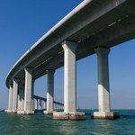 1. Hong Kong-Zhuhai-Macau (Hongkong / Čína / Macao; 20 miliard dolarů): Velký projekt, který byl dokončen loni, spojuje Hongkong, pevninskou část Číny a Macao. Sestává ze tří mostů a tunelu.