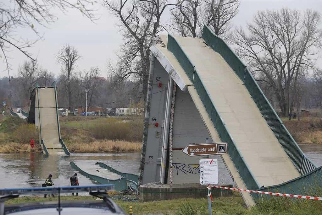 Paralyzované město. Zřícená lávka v Troji, následně zavřený Libeňský most a nezvládnuté uzavírky pražských ulic dělají z dopravy patrně jedno ze stěžejních témat komunální předvolební kampaně.