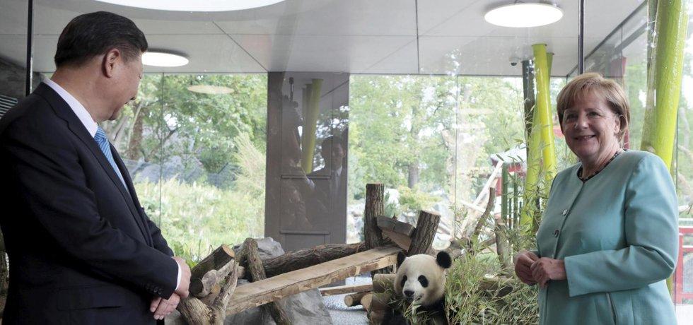 Merkelová a Si otevřeli v Berlíně nový pavilon zoo pro pandy