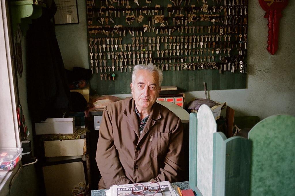 Zámečník a brusič Dimităr Gionev pracuje jako brusič a zámečník od příchodu demokracie v roce 1990.