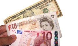 Euro, britská libra, americký dolar (Autor: Images Money, CC BY 2.0, Flickr), ilustrační foto