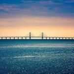8. Öresund (Švédsko / Dánsko; 4,4 miliardy dolarů): Most Öresund, dlouhý osm kilometrů, spojuje dánské hlavní město Kodaň a švédské přístavné město Malmö. Cesta z jednoho města do druhého trvá 35 minut. Dokončen byl v roce 2000.