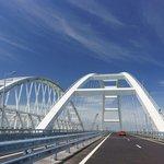 9. Krymský most (Rusko / Ukrajina; 3,6 miliardy dolarů): Kontroverzní most, spojující ruskou pevninu s anektovaným Krymem, otevřel letos v květnu ruský prezident Vladimir Putin za volantem kamionu. Vybudování mostu bylo v Rusku označeno za stavbu století.