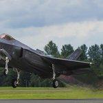 Letoun F-35 amerického výrobce Lockheed Martin je nejdražším zbrojním projektem v amerických dějinách