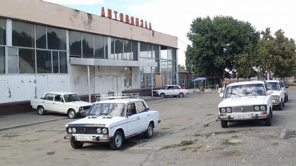 Autobusové nádraží ve Vladikavkazu působí dojmem, že se tu před třiceti lety zastavil čas.