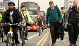 Cyklisté v Londýně, ilustrační foto