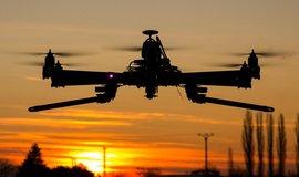 Záhadné a děsivé drony mají v Americe vytvořit paniku a regulaci, stěžují si dronaři