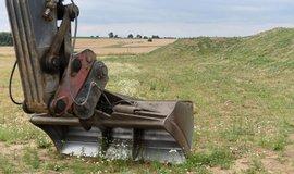 Výstavba předposledního úseku dálnice D1 z Lipníku nad Bečvou do Přerova začala 14. července. Čtrnáctikilometrový úsek má být dokončen za tři roky a bude stát 2,7 miliardy korun. Na snímku je část budoucího úseku dálnice D1 do Přerova.