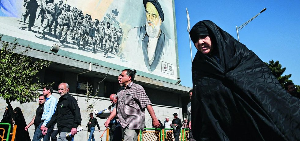 Desetiletka. K velkým protestům dochází v Íránu zhruba každých deset let. Ty letošní jsou však jiné - i tím, že jdou skutečně zdola.