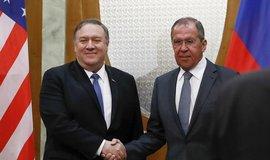 Ministr zahraničí USA Mike Pompeo (vlevo) a šéf ruské diplomacie Sergej Lavrov