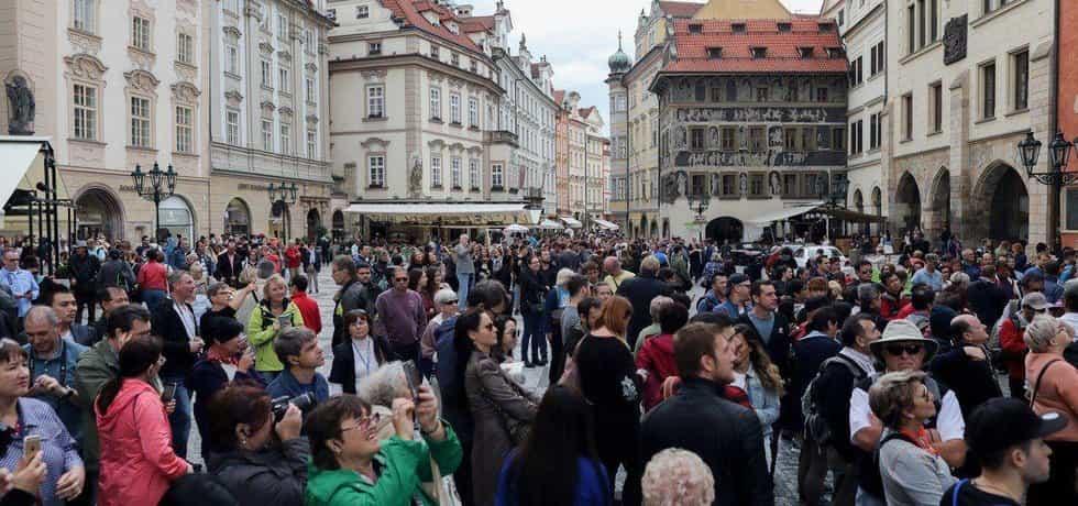 Stále více turistů, ilustrační foto