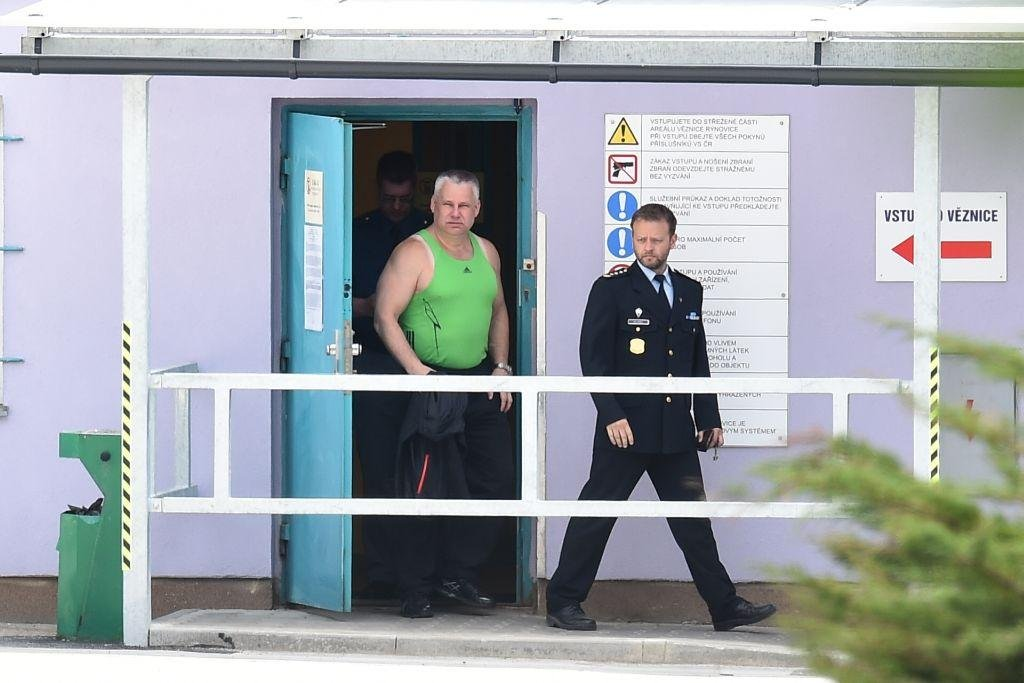 Jiří Kajínek vychází z rýnovické věznice v Jablonci nad Nisou.