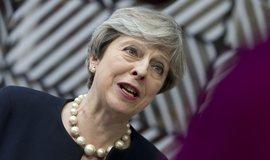 Britská premiérka Theresa Mayová se vyslovila pro zachování práv občanů EU žijících v Británii i po vystoupení Británie z unie