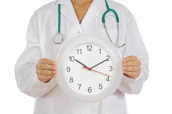 lékař, přesčasy, hodiny