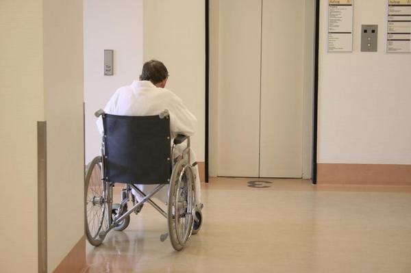 pacient, chodba, nemocnice