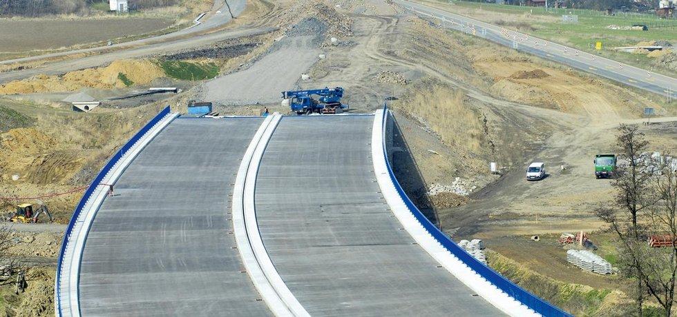 Řidice se nových úseků dálnic letos nedočkali.
