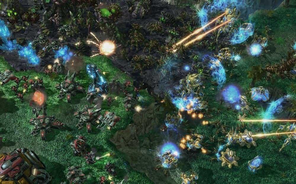 Screenshot ze strategické hry Starcraft 2, klasiky, ve které stále probíhají finančně honorovaé turnaje po celém světě.
