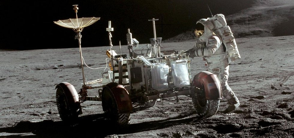 Měsíční vozidlo Lunar Rover použité v misích Apollo 15, 16 a 17.
