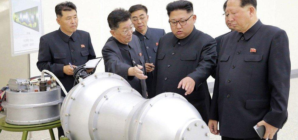Severokorejský vůdce Kim Čong-un na inspekci. KLDR provedla test vodíkové bomby