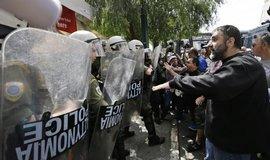 Stávkující přístavní dělníci v Aténách