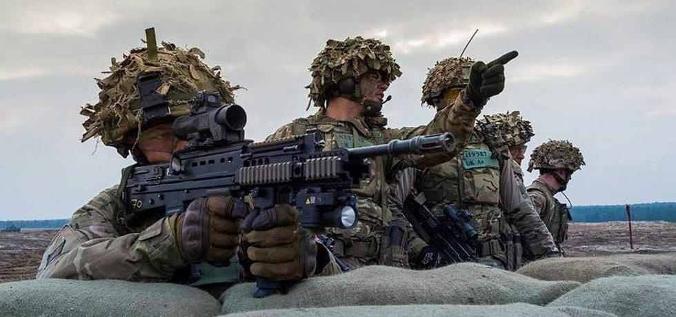 Britští vojáci během cvičení jednotek NATO v Polsku
