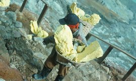 Těžba síry v Indonésii, ilustrační foto