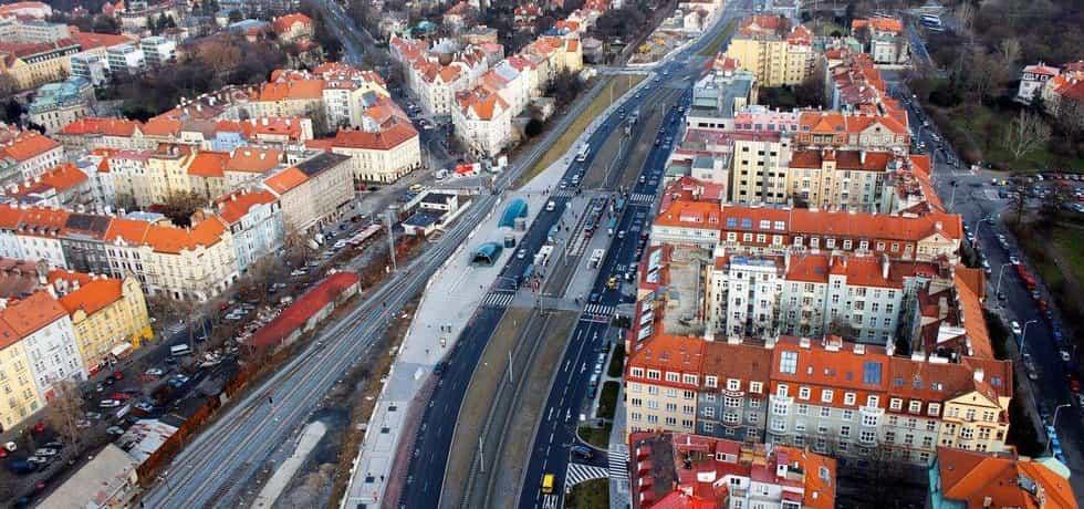 Radnice Prahy 7 požaduje svěřit městským částem úklid a opravy chodníků i péči o zeleň
