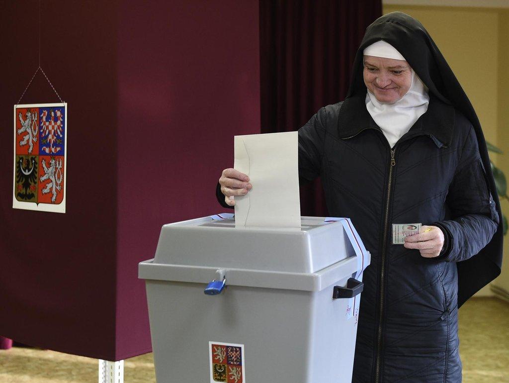 Čeští a moravští biskupové vyzvali věřící k volbě prezidenta, jmenovité doporučení nedali