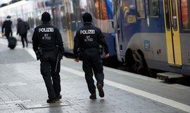 Policisté hlídkují na nádraží v Mnichově