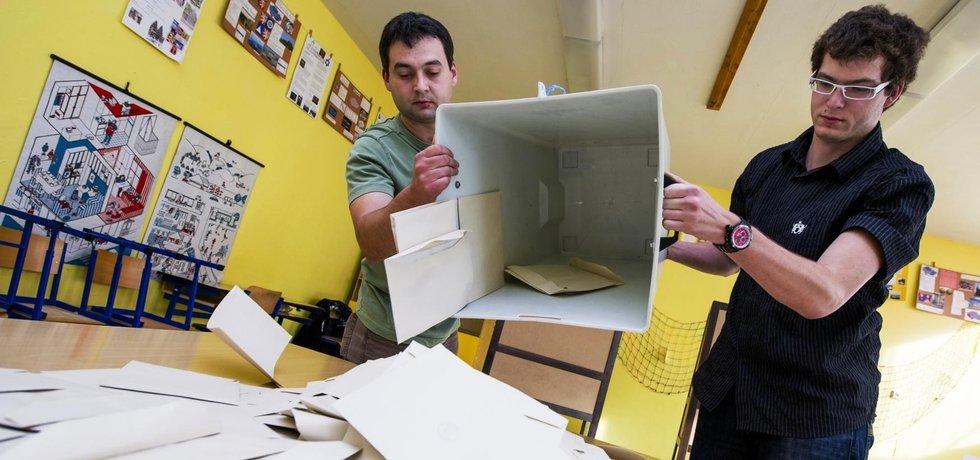 Sčítání volebních lístků - ilustrační foto