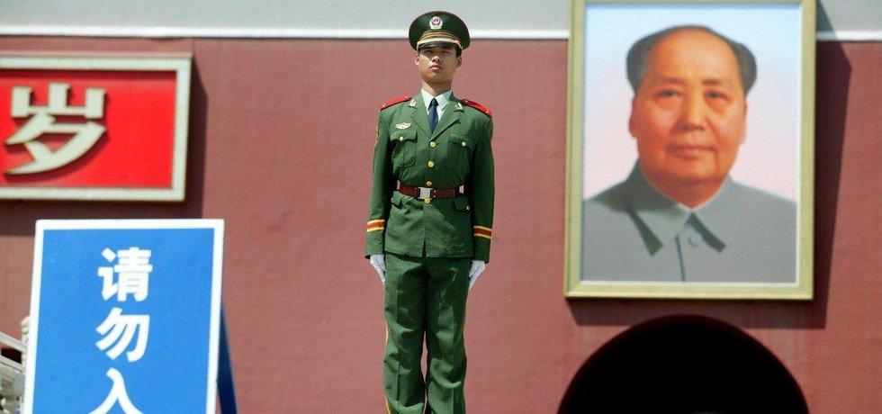 Po Mao Ce-tungově vládnutí ti, kteří ho přežili usoudili, že po této zkušenosti bude lepší přejít na kolektivní vedení, upřednostnit před třídním bojem hospodářský rozvoj, otevřít se investicím z kapitalistického světa.