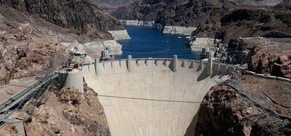 Stavba přehrady výrazně pomohla Las Vegas k velkému rozpuku, díky kterému se do té doby malé nevadské městečko stalo sídlem hazardu.