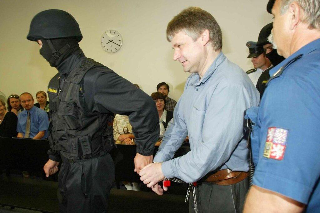 """Dne 23. června 1998 byl Krajským soudem v Plzni odsouzen k doživotnímu trestu odnětí svobody pro trestný čin vraždy a další podle v médiích opakovaného  slovního spojení """"méně závažné trestné činy"""",[2] ve skutečnosti např. podle usnesení NS z 19. září 2001 nedovolené ozbrojování extrémně velkým množstvím zbraní – samopalů, pistolí i s tlumiči, brokovnice a velkého množství nábojů i prázdných zásobníků."""