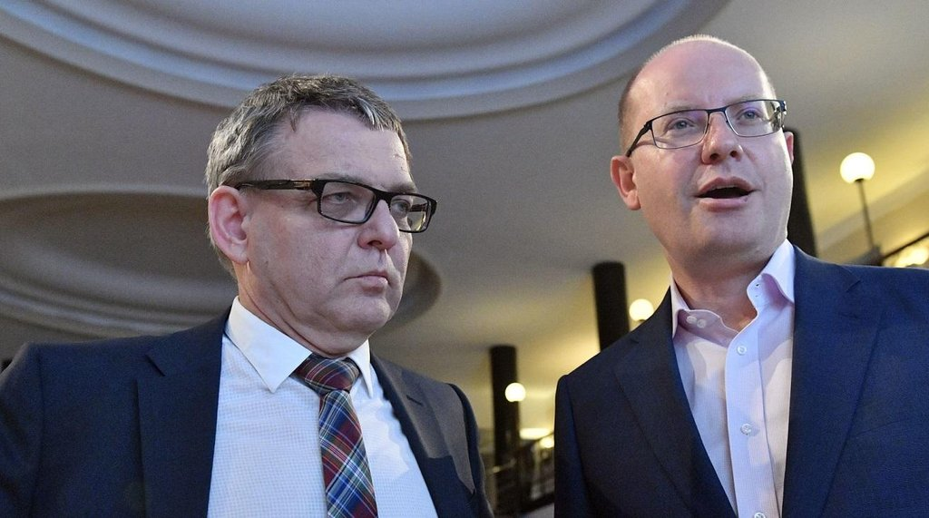 Volební lídr ČSSD Lubomír Zaorálek a premiér Bohuslav Sobotka
