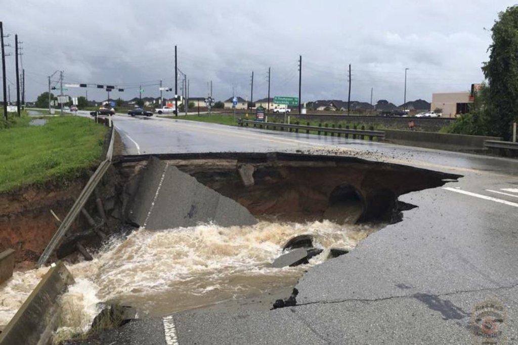 Poškozené jsou silnice...