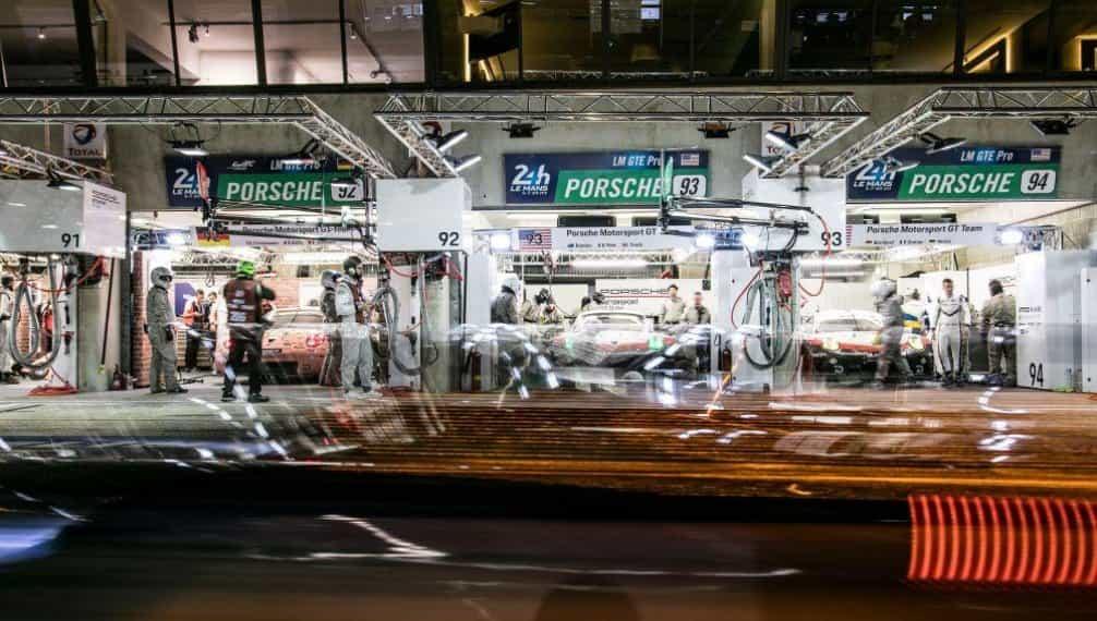 Šedesát závodních speciálů – třicet prototypů LMP a třicet vozů GTE – začalo bojovat o jednu z nejcennějších trofejí v motoristickém světě