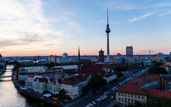 Výhled na Berlín s budovou televizní věže