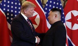 Trump odmítl obavy týkající se raketových testů KLDR, Kimovi prý věří