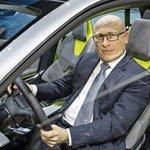 Předseda představenstva Škody Auto Bernhard Maier na autosalonu v Ženevě