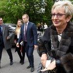 Bývalá ministryně průmyslu a obchodu za ANO Marta Nováková (vpravo) přichází na recepci u příležitosti oslav výročí konce druhé světové války, která se konala 9. května 2019 na ruském velvyslanectví v Praze.