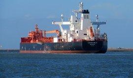 V Družbě proudí čistá ropa, potvrdily testy. Znečištěná surovina zůstává ve dvanácti tankerech