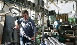 Utahování šroubů. Strojírenský průmysl čeká po letech růstu pokles o dvě procenta