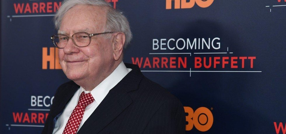 87 let a stále aktivní. Warren Buffett i v pokročilém věku pracuje. Světoví milionáři vědí, že ho budou muset napodobit, pokud si chtějí i ve stáři udržet vysoký životní standard.