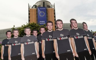 Protest proti falešným účtům na facebooku