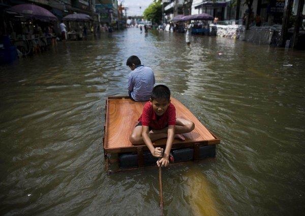 Lidé se se záplavami učí žít.