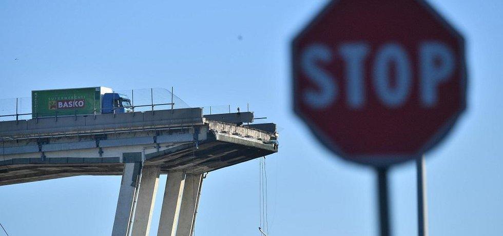 Akcie italského provozovatele mýtných silnic Atlantia po pádu janovského mostu klesají