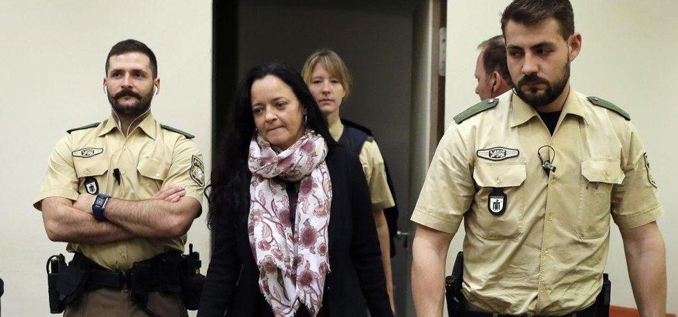Beate Zschäpeová přichází k soudu v Mnichově