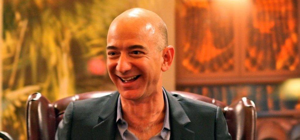 Jeff Bezos a jeho ikonický smích. Foto BY CC 2.0; Steve Jurvetson; Flickr