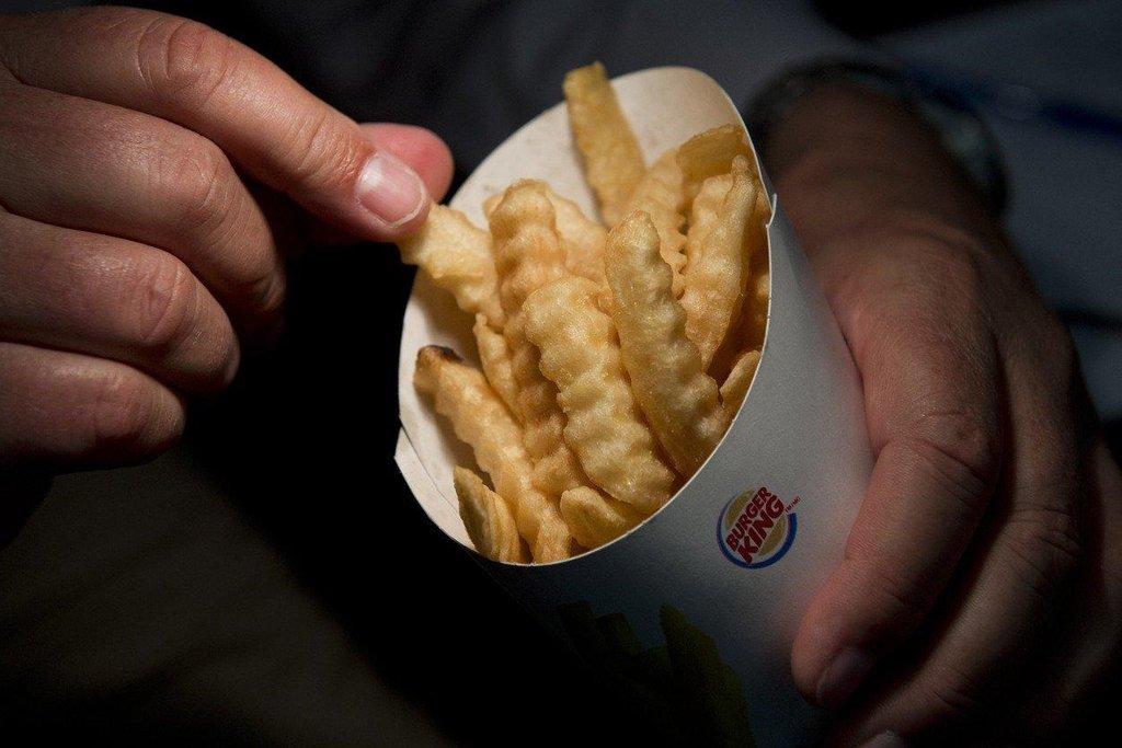 Zdravější verze hranolků od Burger King: Cesta zdravější verze tučných či smažených jídel zkrátka většinou nefunguje. Fastfoodový řetězec Burger King se snažil prorazit se zdravější verzí hranolků. Méně tuku a kalorií ale kromě jiného znamenalo i vyšší cenu. I kvůli tomu produkt nezaujal a rychle byl stažen z prodeje.